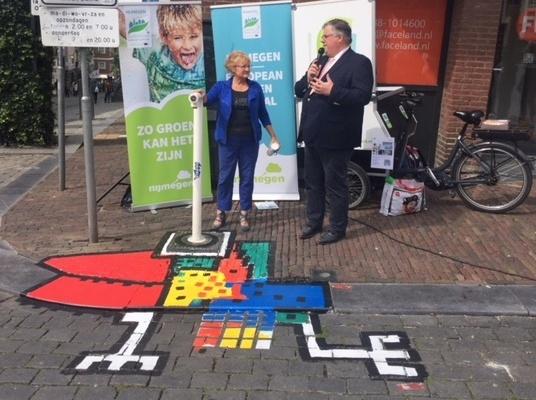 Opening Tap-Art met burgemeester Bruls en MariannA Bakker-kunst Naamlooozz- Green Capital Challenges Water - water tappunten Nijmegen -foto Nicole Jeanné-02